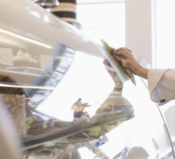 Nettoyant plexiglass, altuglass et polycarbonate / Nettoyant écran et vitre de caméra