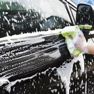 Shampoing décrassant brillant carrosserie voiture, moto et camion