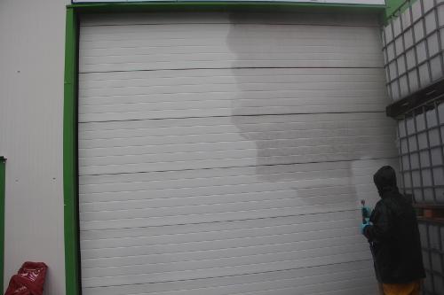 Résultat de nettoyage de porte peinte avant et après lavage