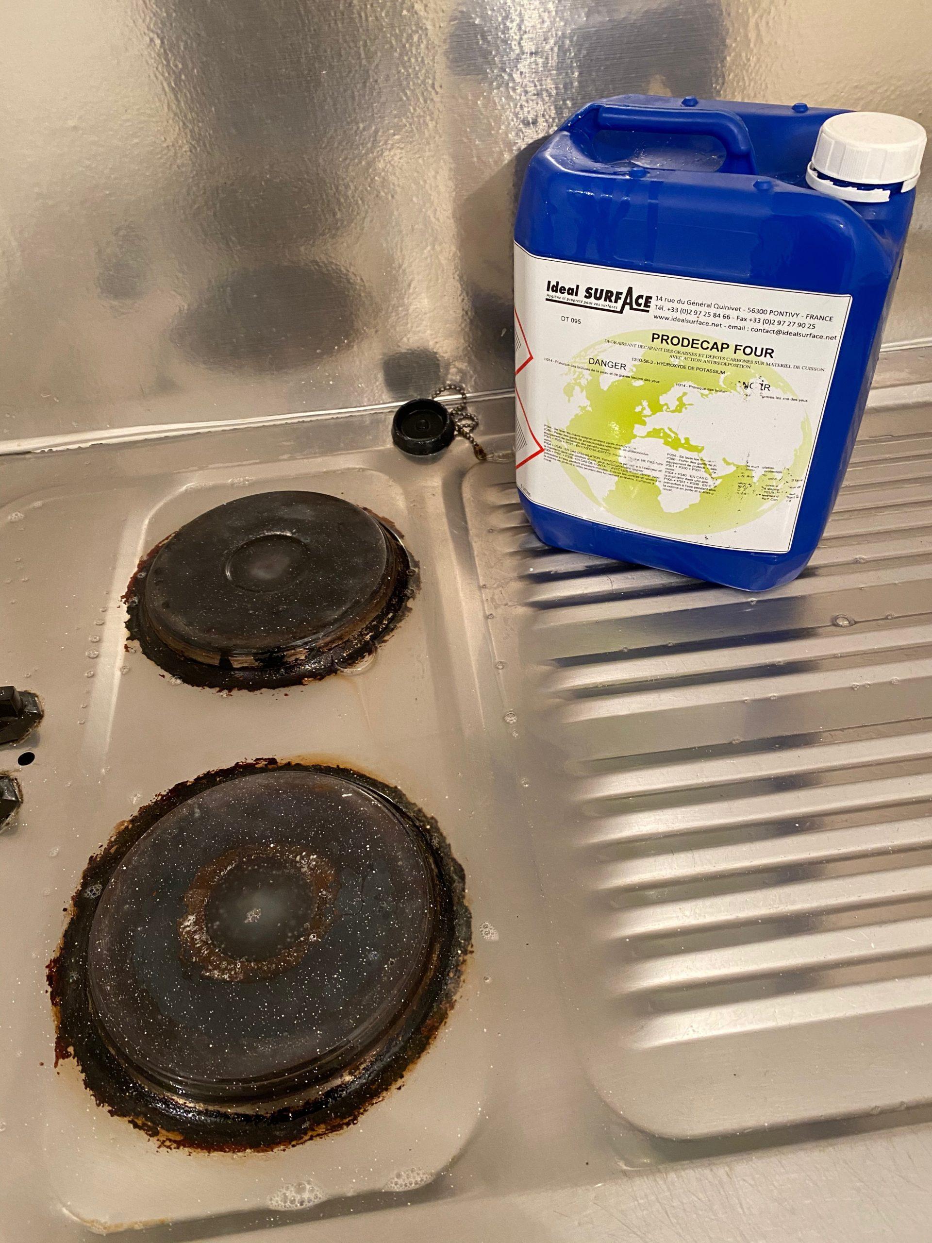 Nettoyer les plaques de cuisson dès la fin de la cuisine