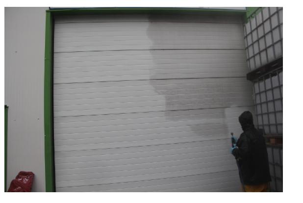 Nettoyage de porte d'usine